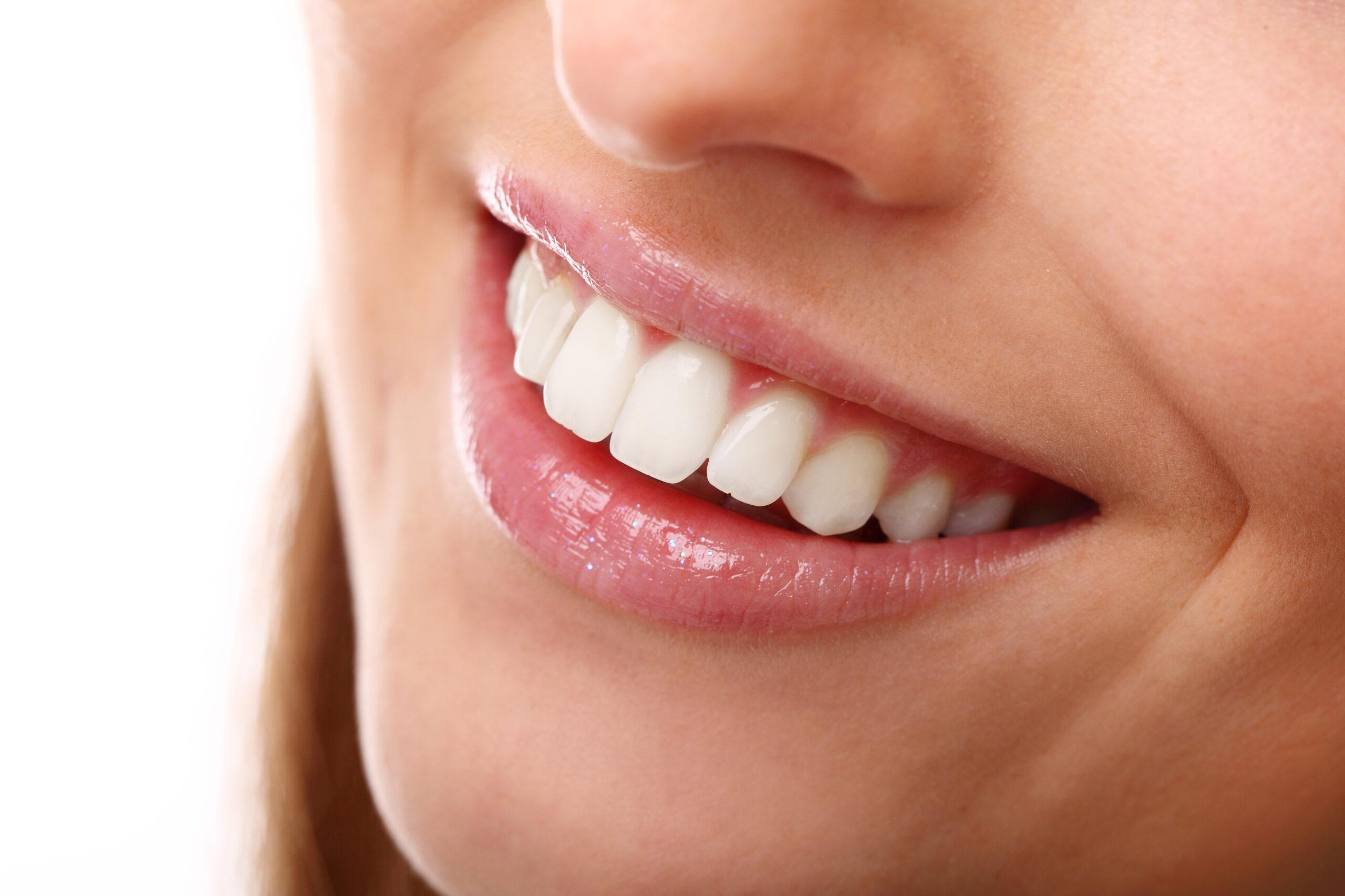 Реставрация передних зубов: прямая и непрямая
