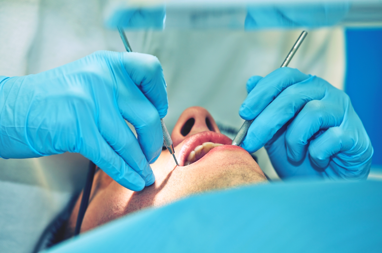Стоматолог ортодонт: что делает и что лечит