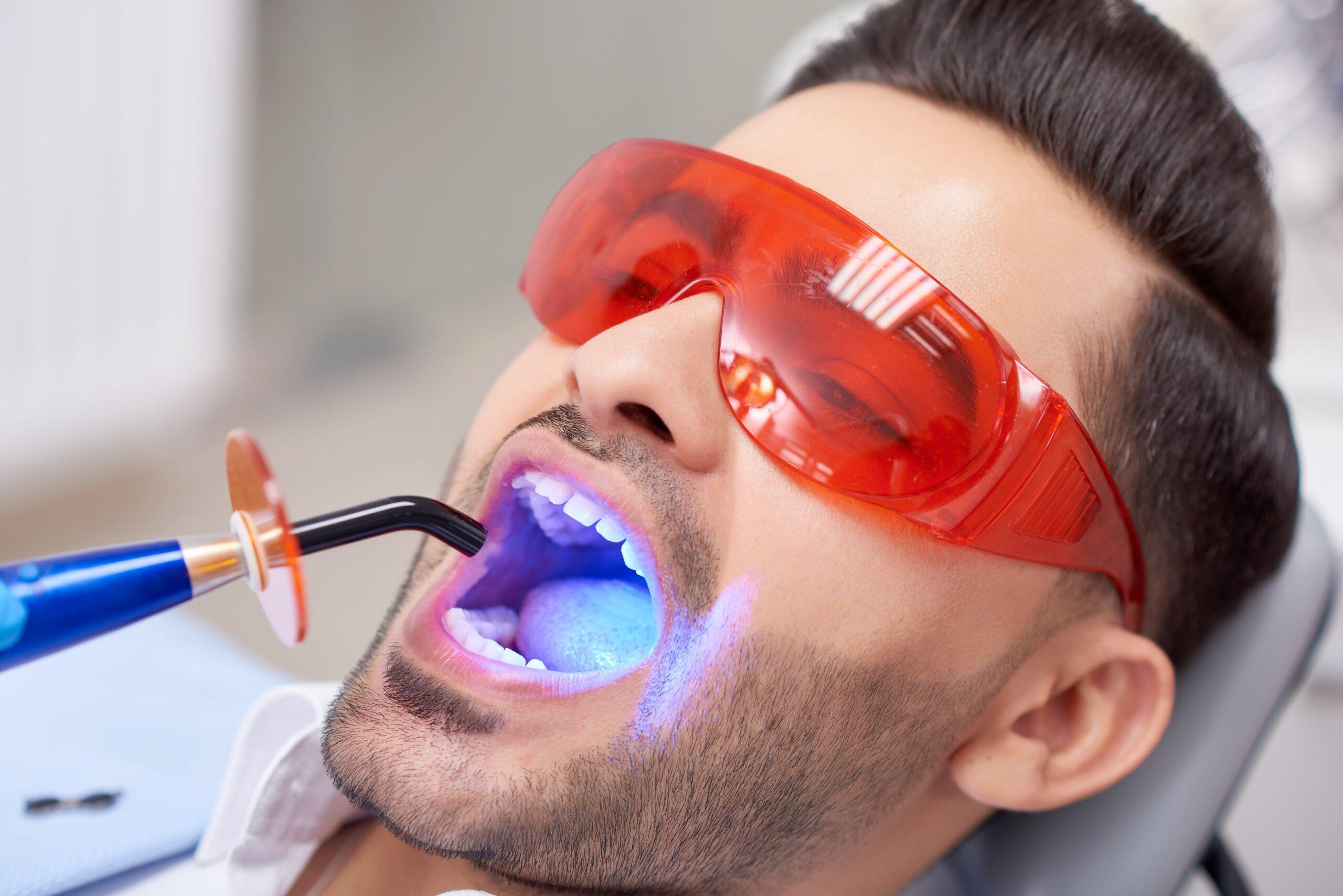 Стоматолог гигиенист: что делает и что лечит