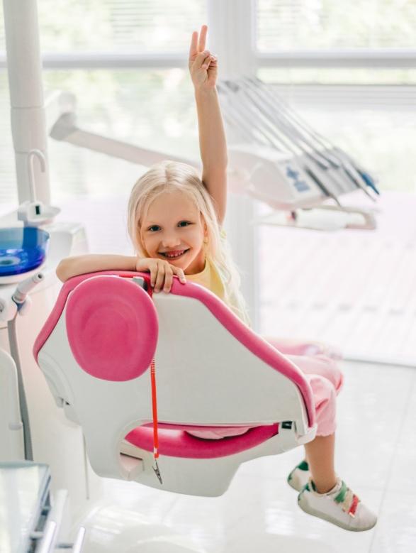 Детский стоматолог: что делает и что лечит